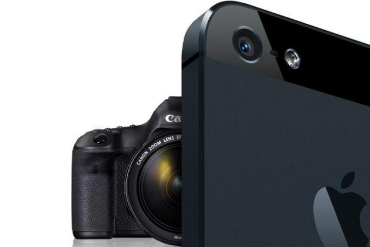 """Smartphone-ul, """"distrugătorul"""" de camere foto și GPS-uri"""