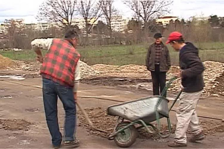 PROTEST! Clujenii și-au asfaltat singuri un drum. 50 de familii din Colonia Sopor cer repararea drumului de 4 km - VIDEO