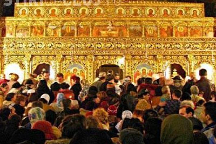 Numai jumătate dintre români cred că Biserica ar trebui să plătească taxe în România