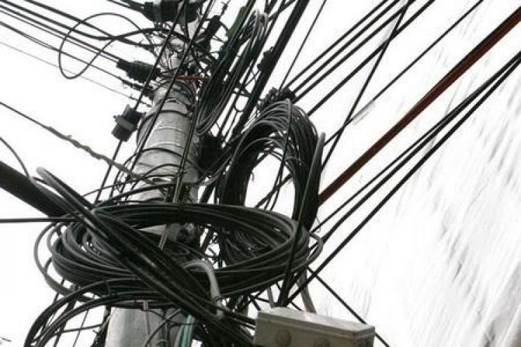 Cablurile din Cluj-Napoca dispar în subteran! Problema de până acum era CINE TAIE CABLURILE