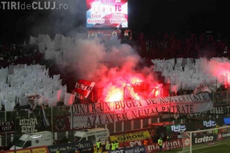 Rapid-Steaua, meci întrerupt 15 minute din cauza incidentelor. Suporterii au aruncat cu scaune în teren