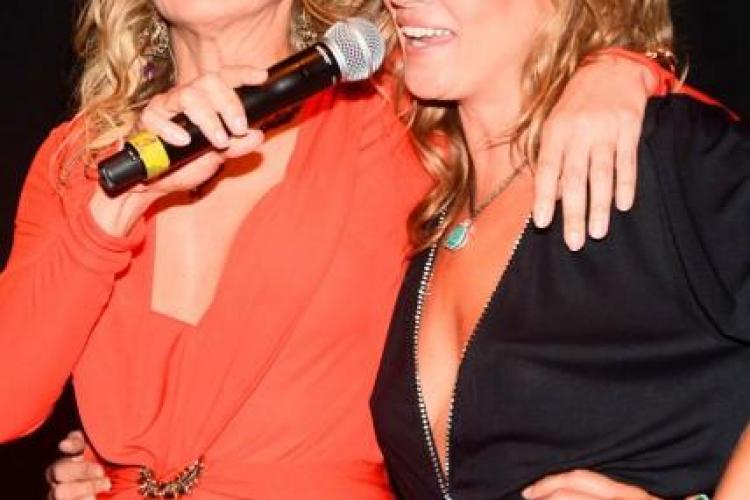 IMAGINEA ZILEI: Sărut pasional între Sharon Stone și Kate Moss FOTO