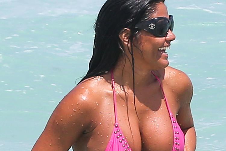 Modelul care a înfierbântat plaja din Miami, victima unui incident vestimentar - FOTO
