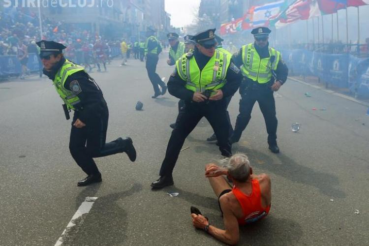 Imagini de la atentatul de la BOSTON! Un cameraman a surprins explozia unei bombe - VIDEO