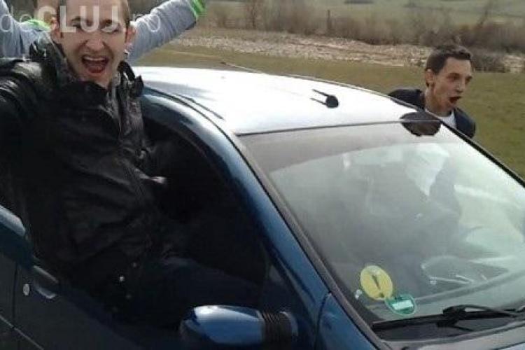 Șoferi TERIBILIȘTI în Dej! VIDEO - Pasagerii și ȘOFERII au ieșit pe geamurile laterale, în trafic. Unul s-a crezut SUPERMAN