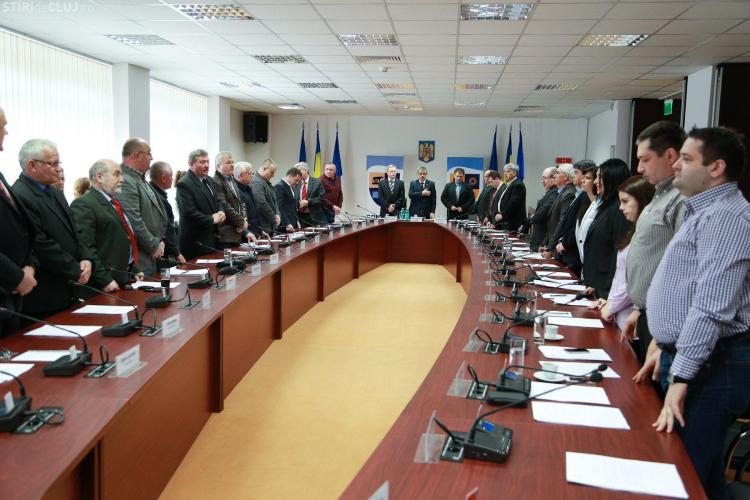 Scandal în Consiliul județean Cluj! Consilierii PDL au plecat din sală - FOTO