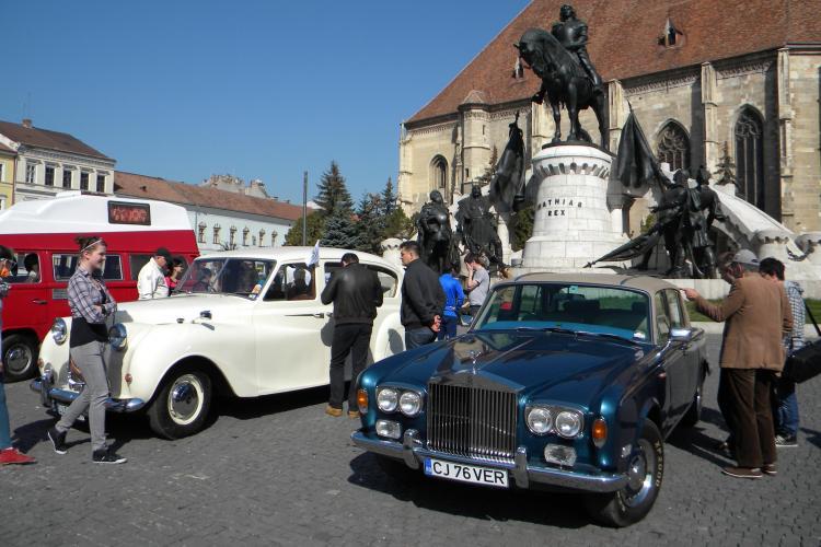 Un Austin Princess unicat în România, prezentat în Piața Unirii la expoziția de mașini retro - VIDEO și FOTO