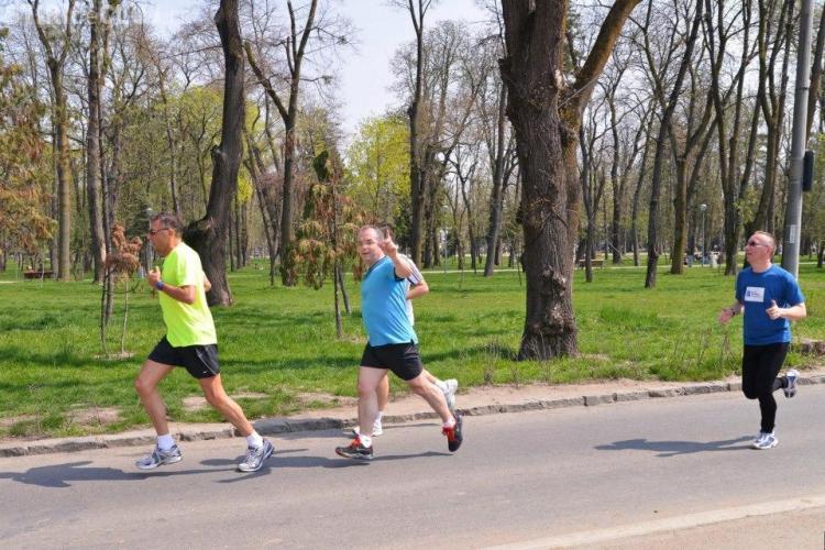 Emil Boc a alergat la crosul de la Maratonul Internaţional Cluj. Primarul a făcut 6 km în 34 de minute - FOTO
