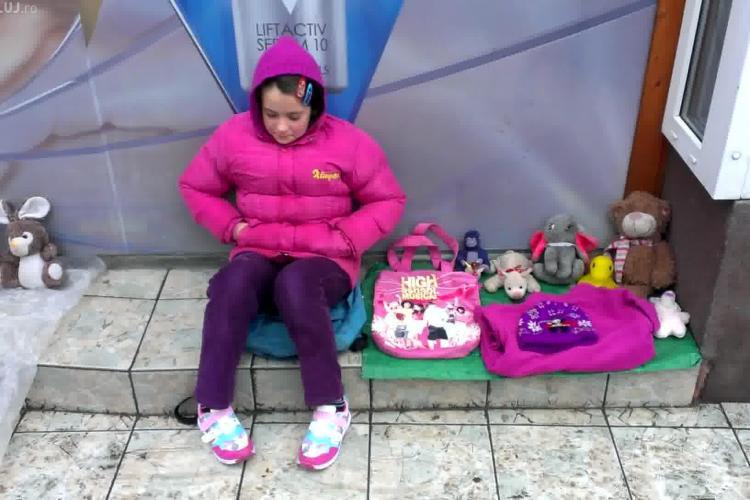 Copiii care vând jucării în Piața Mihai Viteazu au nevoie de AJUTOR! Poliția Cluj ne-a transmis să sesizăm DIICOT -ul - VIDEO