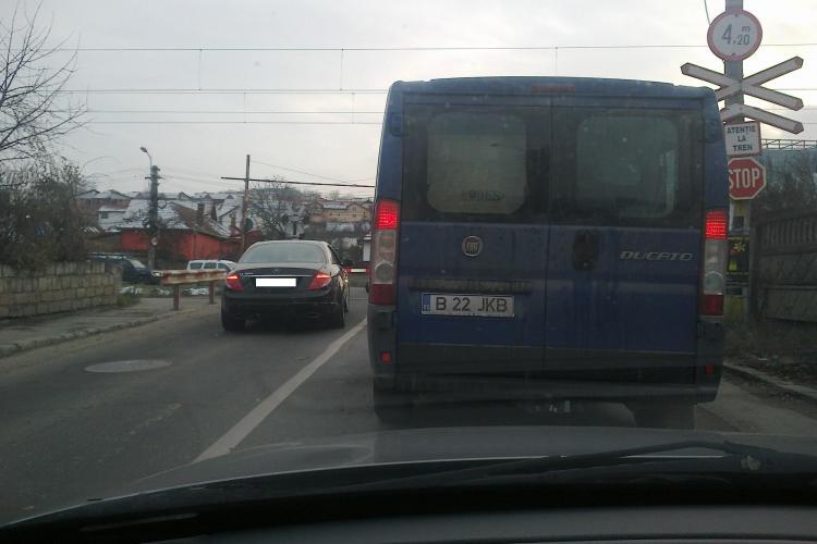 Cu Mercedesul de lux face ce vrea în Cluj-Napoca. Pentru fapta ASTA trebuia să rămână fără permis - FOTO