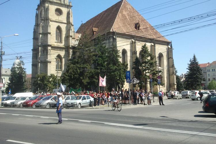 Studenții maghiari au invadat Clujul! Din Piața Unirii au pornit spre pădurea Hoia - VIDEO
