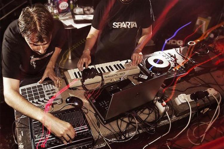 Delahoya 2013: Vor mixa și Black Sun Empire, Alan Fitzpatrick și Codebreaker
