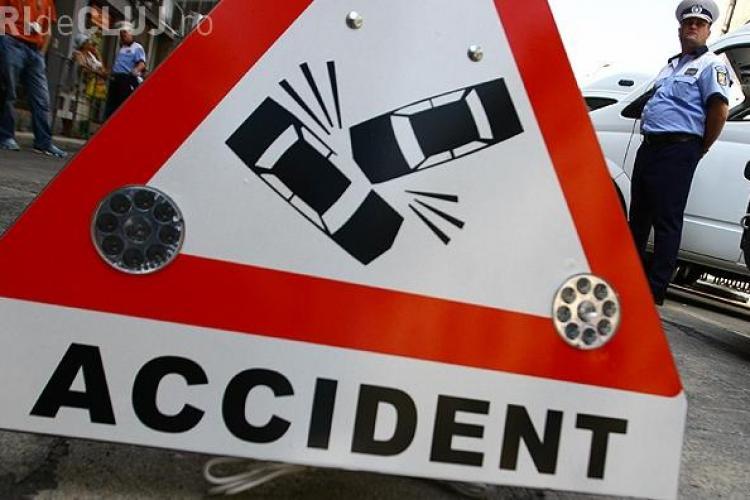 Un BMW a intrat într-un stâlp lângă Cluj Arena, Poliția: Mergea cu viteză