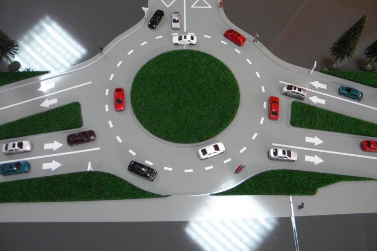 Sensul giratoriu de la Aeroport va fi gata în luna iunie. Drumul va fi lărgit - FOTO