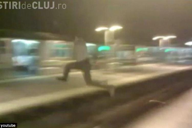Sar peste şine şi aleargă în faţa metroului. O nouă modă între tineri - VIDEO