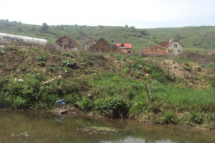 Valea Gârbăului a devenit canal colector pentru vilele de lux - FOTO
