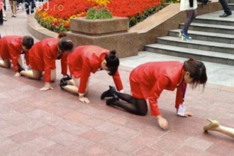 Cum au fost umiliți în public angajații unei firme din China - VIDEO