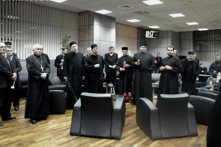 Lumina Sfântă este adusă la Cluj direct de la Ierusalim. La ce oră ajunge pe Aeroportul din Cluj delegaţia de preoţi