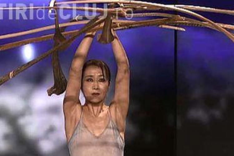 Moment HALUCINANT de echilibristică la un concurs de talente VIDEO