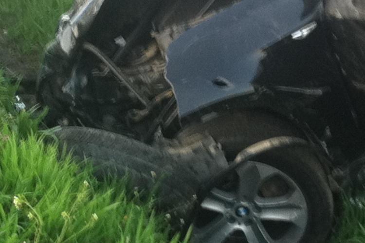 Accident la Fundătura! Un Peugeot a fost făcut PRAF de două BMW-uri - VIDEO / UPDATE: Doi tineri au murit