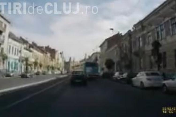 Tupeu de şofer RATUC! Cum taie calea unui şofer care circula normal - VIDEO
