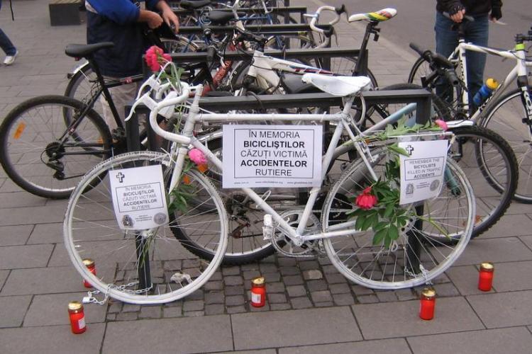 Monument inedit în memoria bicicliștilor uciși în accidentele rutiere, dezvelit în Piața Unirii