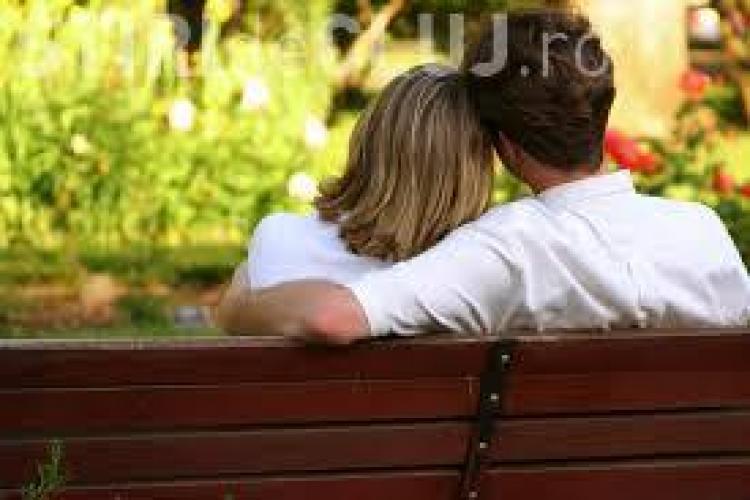 Cum să-ți faci partenerul să te iubească mai mult. Află trucurile
