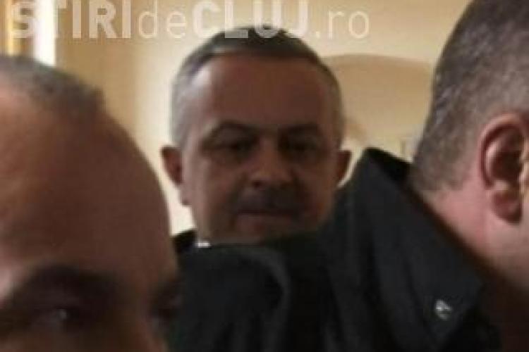 Polițistul Mihai Curt, condamnat cu suspendare după ce a primit mită de la fratele bulibașei țiganilor din Cluj