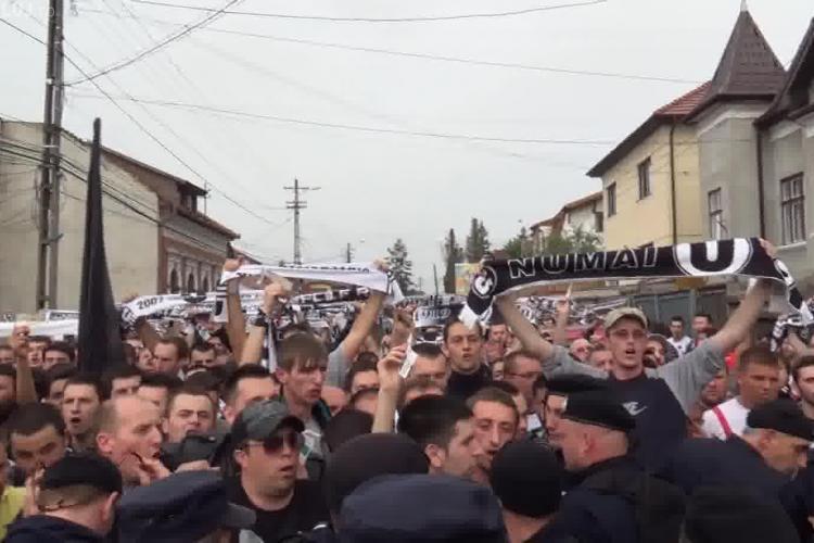 Suporterii U Cluj controlați la sânge. Nu au putut intra la timp la meciul cu CFR Cluj - VIDEO
