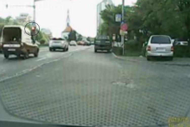 Un şofer clujean a filmat traficul timp de o oră! Ce a descoperit l-a ŞOCAT - VIDEO