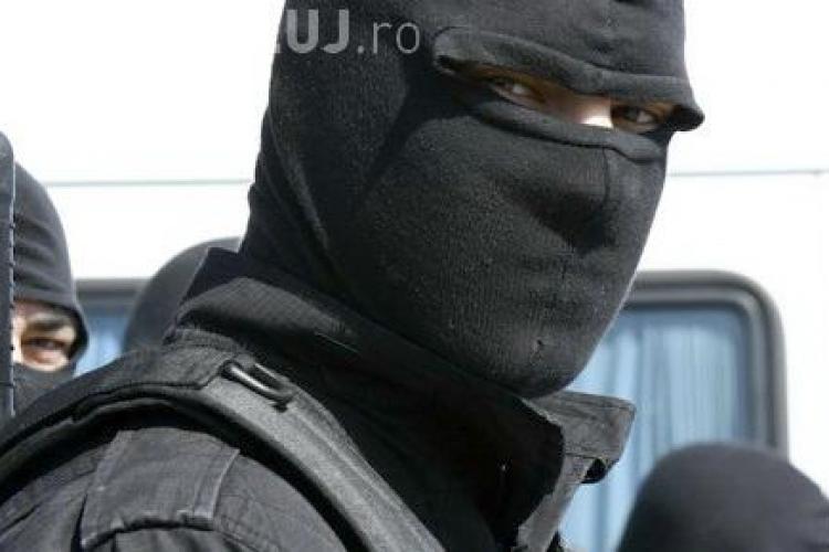 Fiul unui polițist a jefuit un poștaș din Turda. A fost ajutat de fratele altui polițist - VIDEO