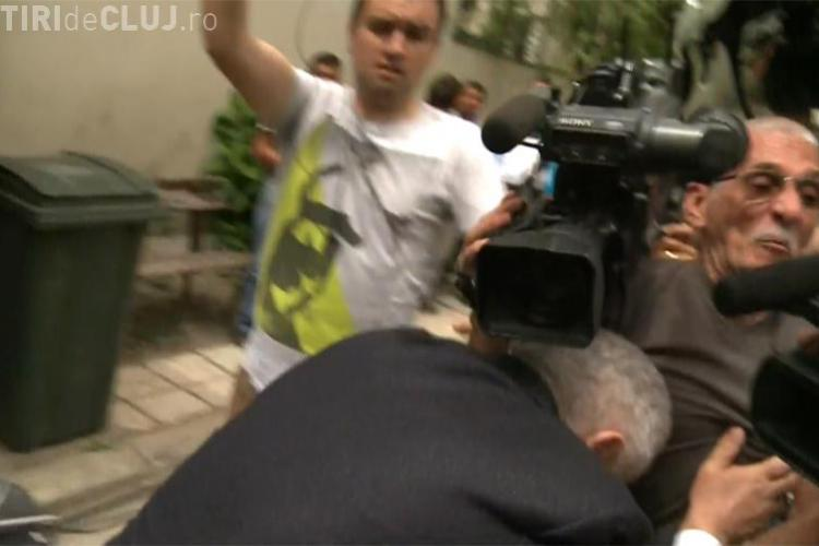 Ioan Becali a doborât un cameraman în curtea ICCJ VIDEO