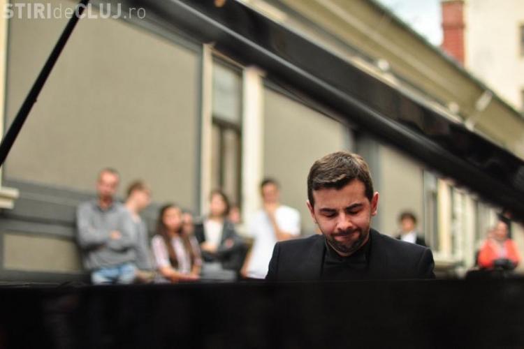 CHOPIN UNPLUGGED la Castelul Banffy. Concert inedit al pianistului ALEXANDRU NEGRIUC