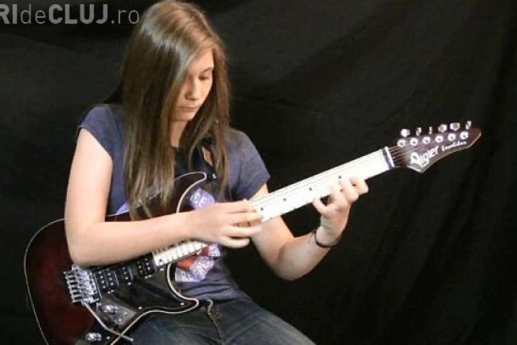 Solo de chitară electrizant al unei adolescente de 14 ani - VIDEO