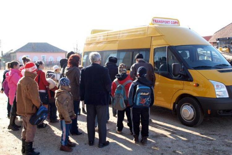 Inspectoratul Școlar Cluj are datorii de 3,5 milioane de lei la elevii navetiști