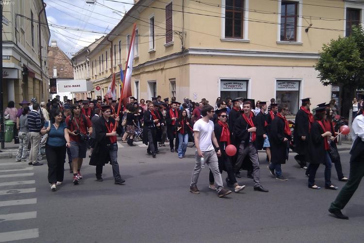 Studenții de la UTCN mărșăluiesc prin centrul Clujului