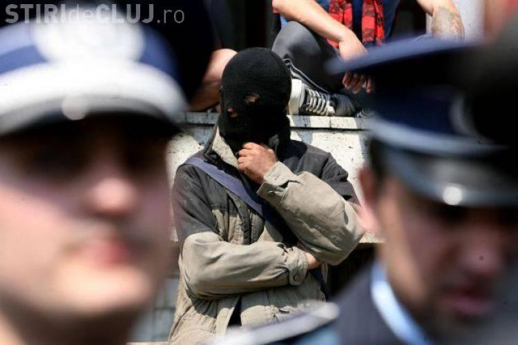Doi arabi expulzați din România pentru că plănuiau atentate