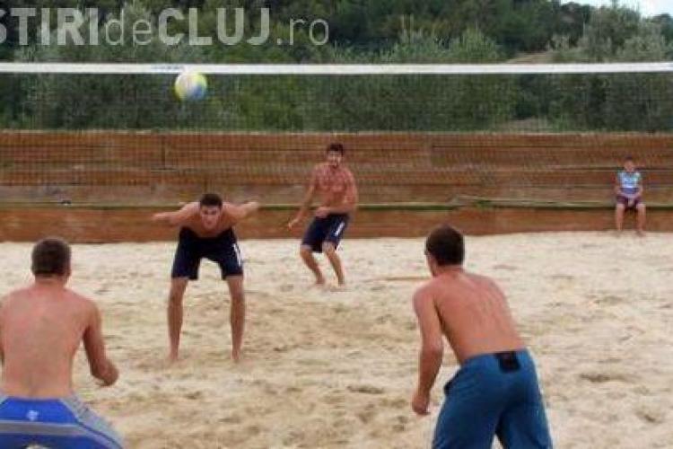 Plaja se muta la Sala Sporturilor. Va puteti provoca prietenii la o partida de volei in nisip!