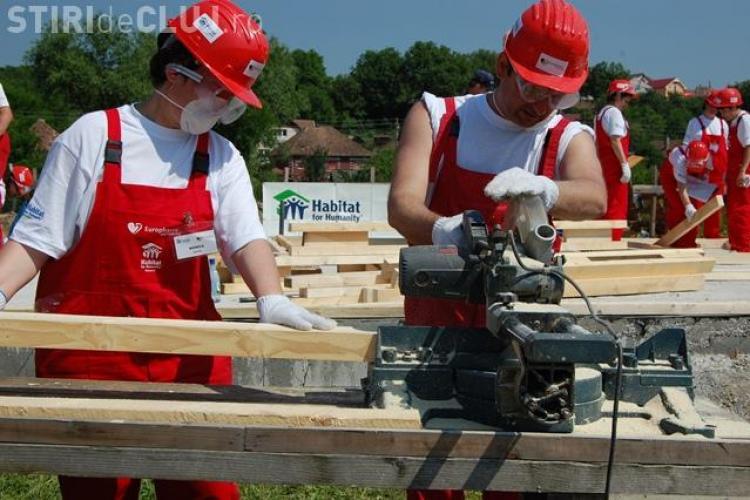 Studenti si avocati britanici construiesc o casa in Dej pentru o tanara cu handicap locomotor