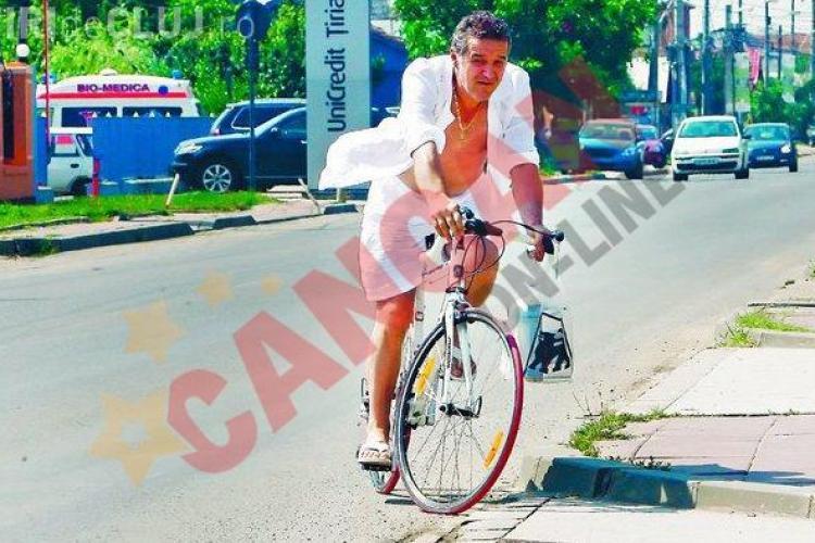 Gigi Becali si varul sau Victor au dat masinile de lux pe biciclete - FOTO