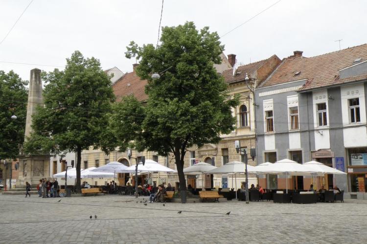 """Biblioteca Vie"": Clujenii pot imprumuta oameni in Piata Muzeului"