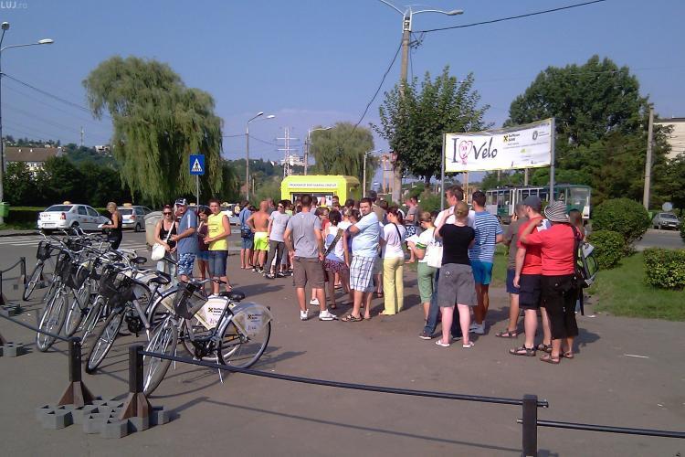 """Record! Peste 800 de biciclete inchiriate numai duminica la Cluj prin programul """"I Love Velo!"""" - VIDEO"""