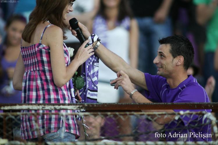 O tanara a fost ceruta in casatorie in timpul meciului FC Timisoara - CFR Cluj - FOTO
