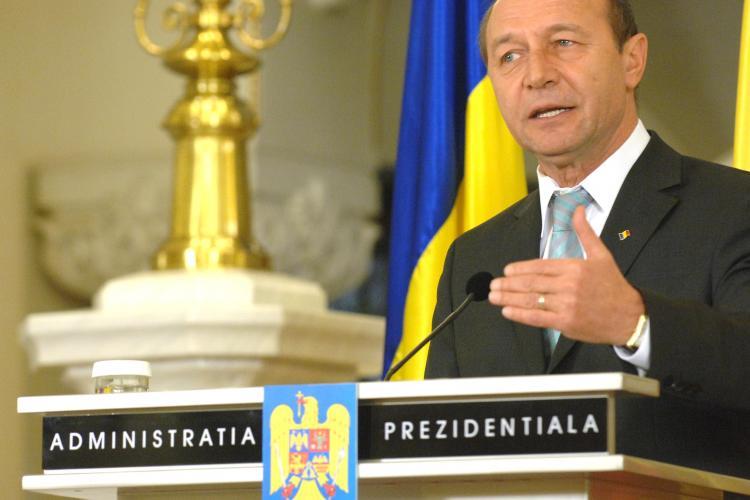 """Basescu despre un profesor: """"E mai bine platit decat mine, pe ora"""""""