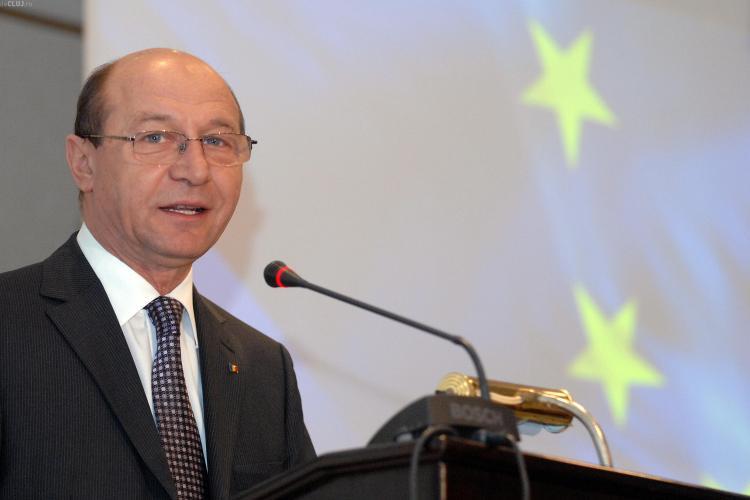 VIDEO - Basescu si-a bagat invers un betisor in ureche. Acesta este motivul pentru care a fost la un consult ORL