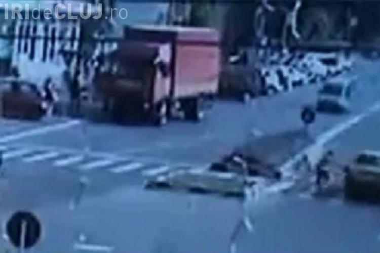 Fetita spulberata de un sofer pe o trecere de pietoni. Imagini socante! VIDEO