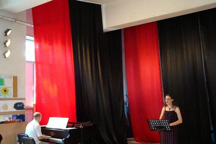 Cursuri gratuite de chitara, canto, iconografie si xilogravura la Scoala de Arte