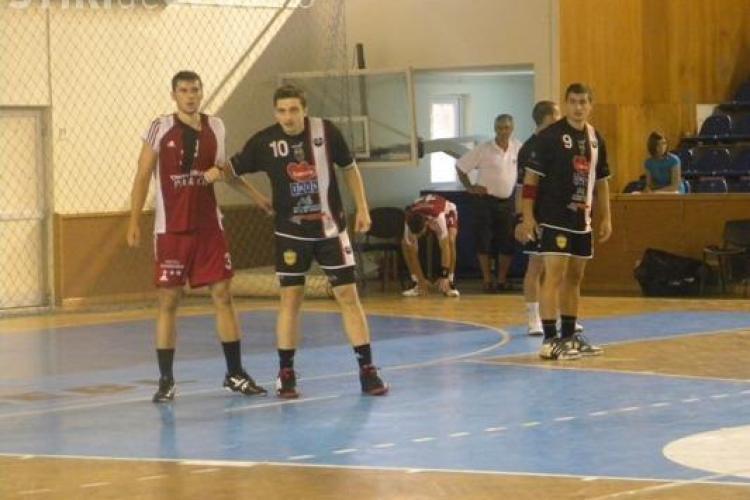"""""""Cupa U 75"""" la handbal s-a terminat cu scandal. Stiinta Bacau a parasit terenul in timpul finalei cu U Transilvania"""