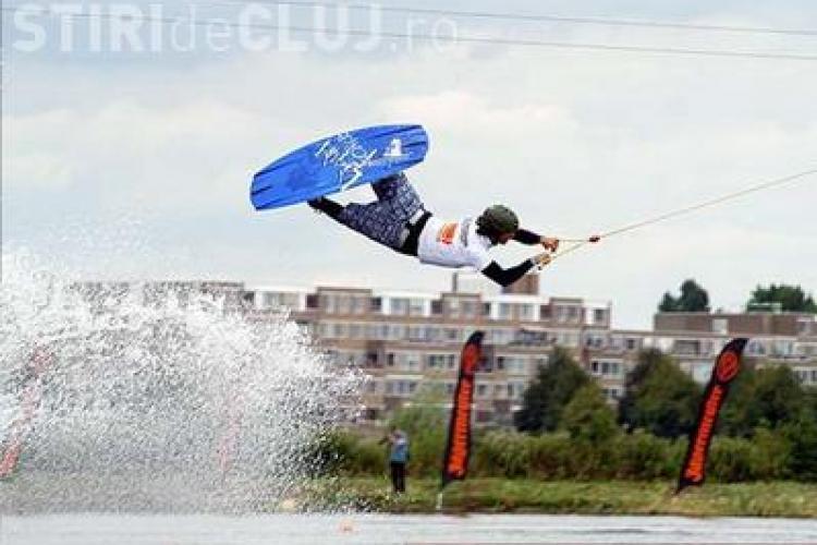 Wakeboarding pe cablu - un sport de senzatie tot mai popular in marile orase. Pe cand si pe lacurile din Cluj ? VIDEO