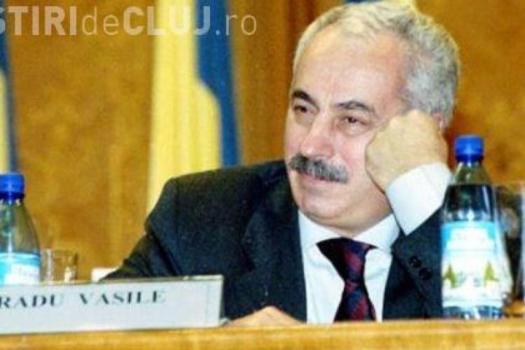 Fostul premier Radu Vasile, bolnav de cancer la colon, a fost internat pentru complicatii de la citostatice